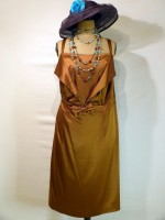 location_robe_grande_taille_caramel_01