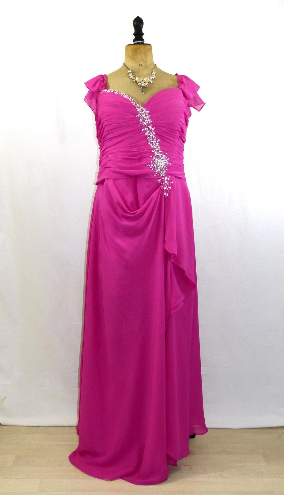 location robe grande taille ines 01. location robe grande taille pepita 01.  Location de robe de soirée ... d997a47472a3