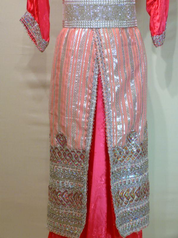 robe kabyle nina robe en satin rose soutenu tres jolie broderies